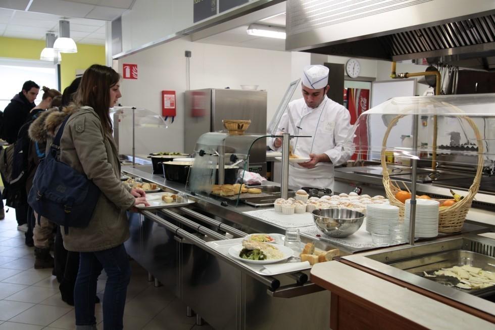 Self ou snacking permettent aux lycéens de déjeuner au sein de l'Institution